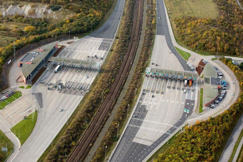 oresund-bridge-tunnel-connects-denmark-and-sweden-2