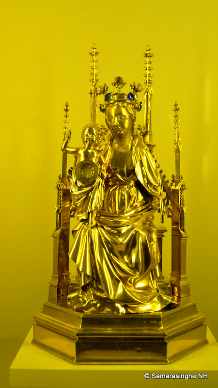 Reliquary of Christ's Umbilicus 1407 Gilded silver